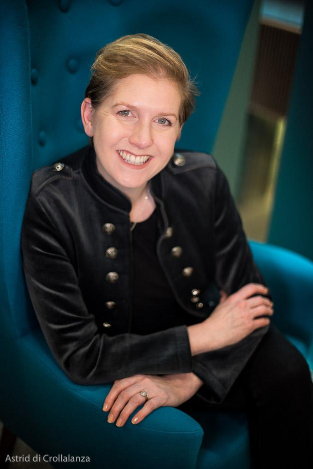 Headshot of author Clare Mackintosh
